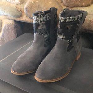Toms Aztec tribal boots